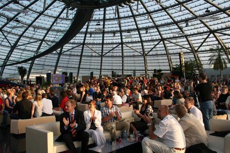 Der Höhepunkt des Netd@ys Festivals – die Dialogue Night bei der die Gewinner/-innen dieses Jahr in der Rotunde der Salzburg AG ausgezeichnet werden