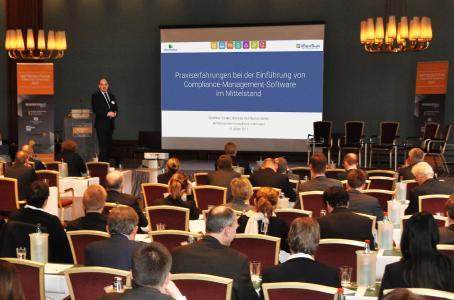 domeba Geschäftsführer Matthias Domes referiert über HSQE Compliance-Software