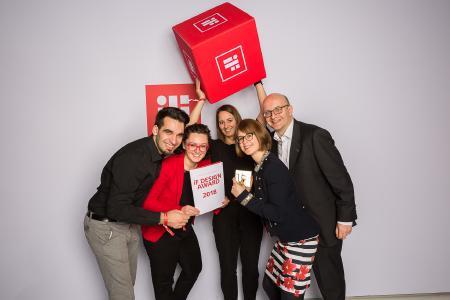 Das werk_39-Team feiert den Gewinn des Design-Awards (v. l. n. r.): Philipp Simon, Larissa Eichkorn, Mareike Klauss, Katharina Kensy und Sören Jens Lauinger / Bildnachweis: B. Braun Melsungen AG