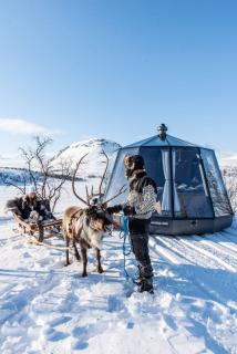 SFC Energy: 100 % eco-friendly North pole adventures - EFOY fuel cell delivers reliable autonomous power to AuroraHut's innovative igloo houseboats