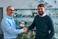 Hans Pretz von Techpilot überreicht den Techpilot Marketing Award 2019 an den glücklichen Gewinner Jürgen Caspar von Caspar Gleitlager GmbH