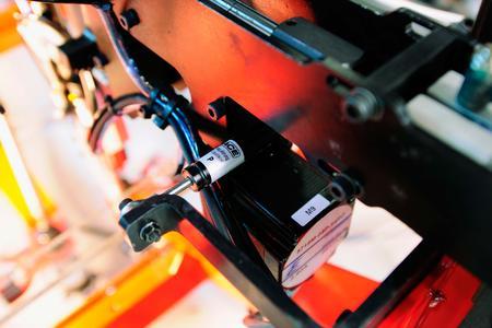 Optimierung der Maschine durch hydraulische Bremszylinder von ACE, welche Doedijns BV als Vertriebspartner von ACE in den Niederlanden anstelle von Gummipuffern empfahl / Bildnachweise: ACE Stoßdämpfer GmbH und Holland Mechanics BV