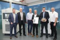 Die Vötsch Industrietechnik GmbH konnte im November 2019 das dreimillionste von BITZER Schkeuditz gefertigte Produkt und ein entsprechendes Zertifikat in Empfang nehmen