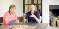 """Die Eltern von Felix Neureuther, """"Gold-Rosi"""" Mittermaier-Neureuther und Christian Neureuther, freuen sich darüber, dass ihr Sohn CO2-neutral sein neues Haus und auch das danebenliegende eigene beheizt."""