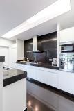 Die Colorlacke von Remmers lassen sich z.B. für Küchenfronten einsetzen / Bildquelle: Photographee.eu/stock.adobe