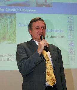 Dr. Michael Doser, stellvertretender Direktor des ITV Denkendorf, eröffnet das 2. Denkendorfer Bionik-Kolloquium