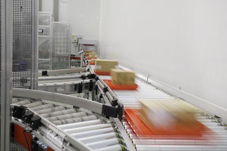 Gefrorene, gekühlte und trockene Waren - alles in einem Logistikzentrum bei Ahorramás  Quelle: TGW Logistics Group GmbH