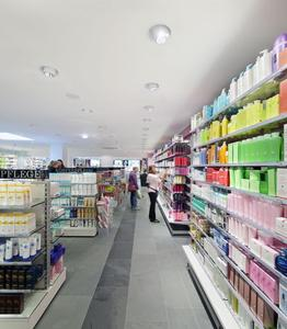 At its stand, Zumtobel re-enacts real situations of lighting solutions for all retail areas – from boutiques to supermarkets