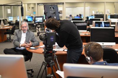 """John Jacobsen, Senior Manager bei der Coromant Academy, während der Dreharbeiten zum neuen Trendvideo: """"'Learning on demand' bedeutet, dass die richtigen Personen die richtige Schulung zur richtigen Zeit am richtigen Ort erhalten."""""""