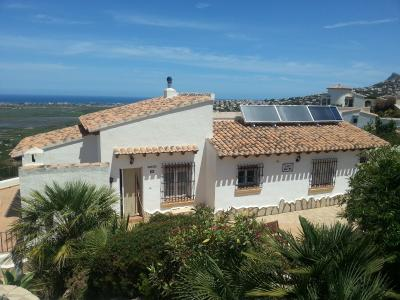 *Vacation property in Spain, equipped with the TWINSOLAR compact 6.0  (Source: GRAMMER Solar, 2014)
