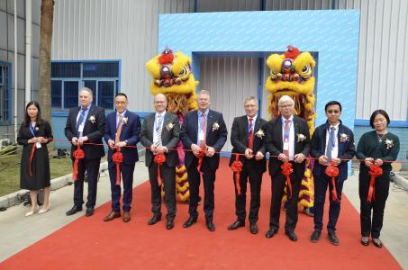 Vertreter des Kurtz Ersa-Managements bei der Eröffnung des Erweiterungsbaus am Standort in Zhuhai.