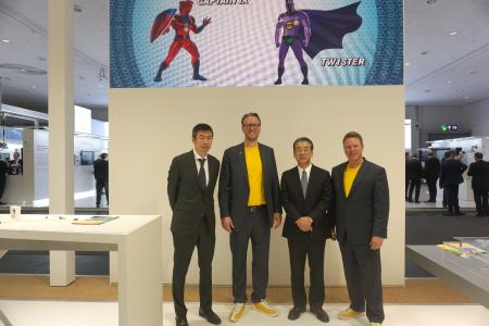 Reaffirmed their cooperation at HANNOVER MESSE: Hiroshi Satoh, Division General Manager, International Business Division, HIROSE; Philip Harting, CEO HARTING Technology Group; Kazunori Ishii, President HIROSE; and Ralf Klein, Managing Director, HARTING Electronics (from left to right)