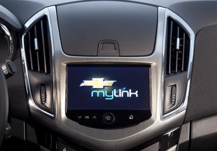 """Die Chevrolet MyLink-Technologie, die in vielen Modellen des Chevrolet-Produktportfolios verfügbar ist, kann zurzeit mit dem """"BringGo""""-Navigationssystem, sowie mit den beiden Internet Radio-Apps """"TuneIn"""" und """"Stitcher"""" vernetzt werden"""