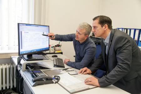 Guido Hübener (re) und Jürgen Lewandrowski sind mit dem PxDigiStift sehr zufrieden