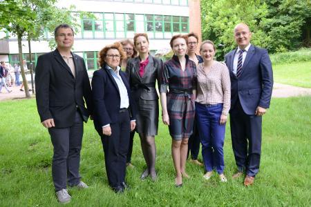 Die russische Delegation aus Pensa wird von der Flensburger Stadtpräsidentin und dem Präsidium auf dem Hochschulcampus begrüßt, Foto: Torsten Haase, Hochschule Flensburg