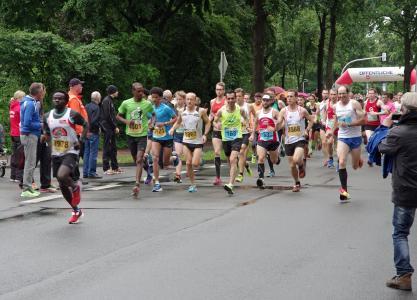 Die zweite Preisstaffel für den Remmers-Hasetal-Marathon ist gestartet. Für die Jubiläumsveranstaltung im Juni 2017 rechnen die Organisatoren wieder mit einem großen Starterfeld / Foto: Remmers, Löningen/Paul Mastall