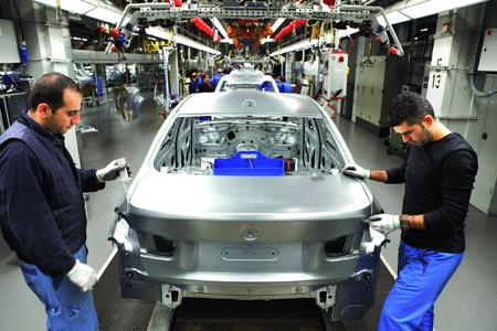 Im neuen Karosseriebau hat BMW alle Prozesse auf die Effizienz der Karosserie-Hauptlinie ausgerichtet. (Foto: BMW)