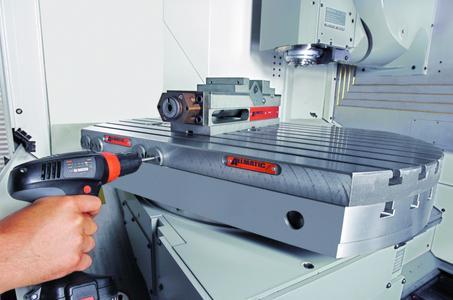 Das rein mechanische System benötigt keinerlei Fremdenergie und wird manuell oder allenfalls mit einem Akkuschrauber bedient.