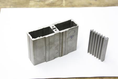 Rejlek fertigt auf der AC Progress VP4 unter anderem Formeinsätze für Steckkontakte für die Automobilindustrie mit Genauigkeiten von 2 bis 3 µ und Oberflächengüten von Ra 0 0,2.