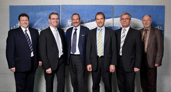 From left to right: Manfred Wirth (Infrastructure Manager Ronal), Stefan Moll (President YXLON), Yvo Schnarrenberger (CEO Ronal), Ronald Fehlmann (CEO Comet), Volker Reif (Purchasing Ronal), Jürgen Melchert ( Director Sales Wheels&Tires YXLON)