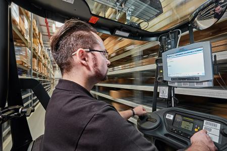 noax Industrie-PC C12 mit integriertem WLAN im Einsatz bei der HUK-Coburg Versicherungsgruppe
