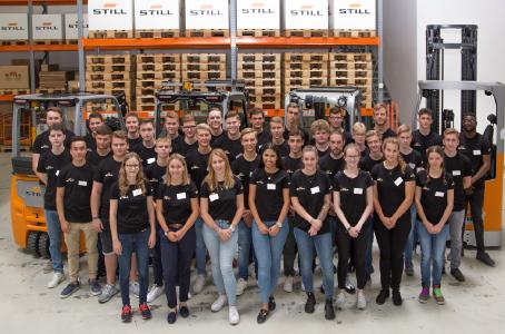 Das neue Team von STILL Auszubildenden in Hamburg (Foto: STILL GmbH)