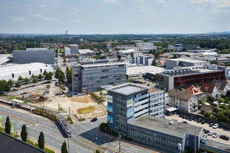 Bielefelder Standortausbau: Luftaufnahme Juli 2018 / Bildnachweis: Schüco International KG / kopterwork