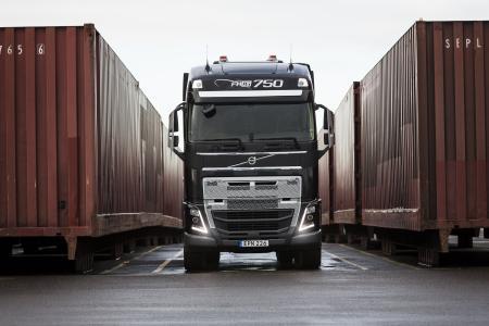 Bei der bevorstehenden Challenge von Volvo Trucks wird ein Volvo FH16 750 mit dem neuen I-Shift-Crawler herausfinden, wie viel Gewicht ein in Serie hergestellter Lkw ziehen kann