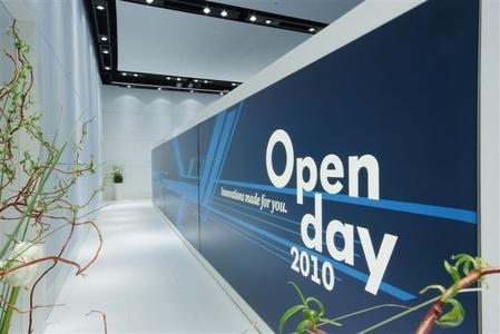 """Am """"Open Day"""" des Volkswagen Konzerns müssen 3.000 Fragebögen mit jeweils 150 Fragen ausgewertet werden"""