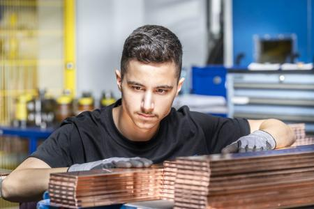 SEDOTEC hat ein Kompetenzzentrum für die Kupferbearbeitung aufgebaut, das den Schaltanlagenbau beflügelt und zugleich den Kunden mehr Zeit für neue Herausforderungen verschafft. © SEDOTEC