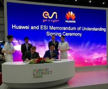Signature par les représentants de Huawei et d'ESI lors de la cérémonie