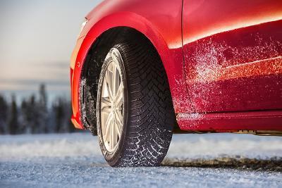 AutoBild: Neuer Continental-Winterreifen mit kürzesten Bremswegen auf nasser und verschneiter Straße