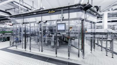 """Successful open-heart surgery"": Pyraser Landbrauerei invests in a KHS glass bottle filler"