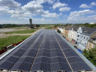Die Photovoltaikanlage mit 60 Kilowatt Leistung fand auf dem Neubau Platz. (Fotos: Congy Concepts for energy)