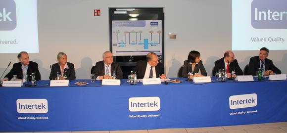 High-profile speaker and panellists (from left): Prof. Dr. Moritz Hagenmeyer (KROHN Lawyers, Hamburg), Dr. Bärbel Schröder (Government of Bremen), Dr. Kurt-Peter Raezke (Intertek), Dr. Gerhard Rimkus (Intertek/moderation), Petra Schmanke (Nestlé Deutschland AG), Jens Führer (Mondelez International) and John Carter (Metro Group)