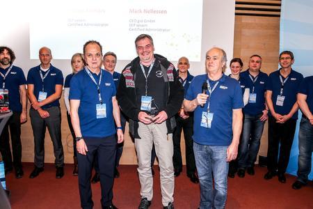 """Mark Nellessen (CEO, gid GmbH) bekommt den Preis als """"Reseller of the Year 2016"""" von Georg Moosreiner (rechts, CEO, SEP AG) und Hartmut Birke (Senior Partner Sales Manager, SEP AG)"""