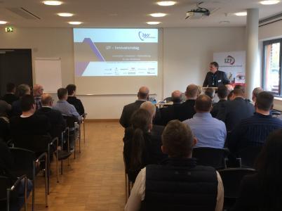 Jörg Schlüpman, DAA Zweigstellenleitung Ostwestfalen, eröffnet Innovationstag