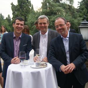 Alle an einem Tisch (v.l.): Christian Baumgartner (Gründer und Verwaltungsratpräsident der ARCONDIS Group), Erwin Küng (GF ARCONDIS Group) und Peter Bunse (GF ARCONDIS GmbH).