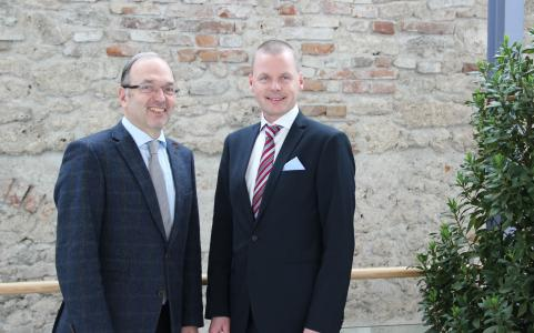 W&H President and CEO , Dipl.-Ing. Peter Malata and Osstell CEO Jonas Ehinger are joining forces with the aim of further strengthening the expertise of W&H in the field of oral surgery and implantology in the future, Photo: © W&H