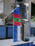 Eine Anzeige an der Spannvorrichtung hilft, die korrekte Spannung auf das Seil zu bringen.