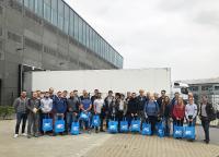 Gruppenbild mit Masterstudenten des Lehrstuhls für Tunnelbau, Leitungsbau und Baubetrieb der Ruhr-Universität Bochum vor dem neuen Hauptgebäude der MC-Bauchemie in Bottrop