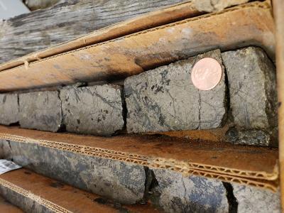 Bohrkern vom Stillwater West-Projekt; Foto: Group Ten Metals