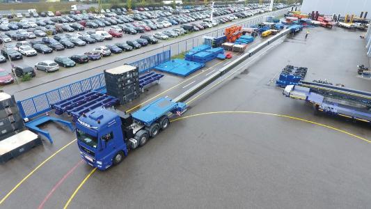 Der »VENTUM« mit seinen 72 m Fahrzeuglänge / Foto: Goldhofer
