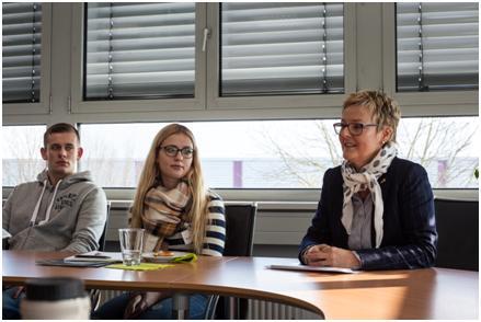 Annette Esser, Export-Teamleiterin bei Losberger, erklärt, weshalb bei Losberger Französisch so wichtig ist.