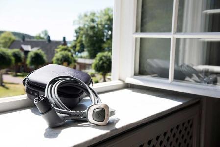 Das Charge Amps Ladekabel RAY ermöglicht das Aufladen des elektrischen Autos an einer normalen Steckdose