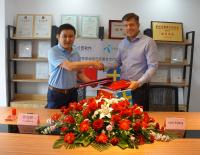 Mr. Lin Gonggeng, CEO, GongTian together with Seth Ryding, Head of Region Asia-Pacific, Telenor Connexion