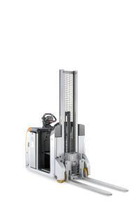 Der STILL LTX-FF schleppt Anhängelasten bis 5 Tonnen und 13 km/h Höchstgeschwindigkeit und hebt bis zu 1 Tonne auf eine maximale Höhe von 1.750 mm