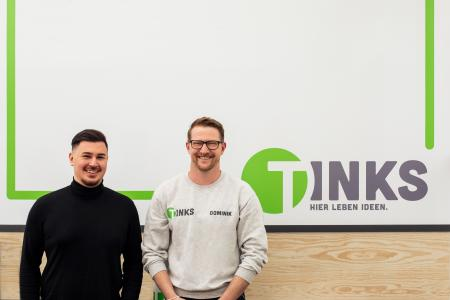 Baran Biner (Abteilungsleiter VKF Renzel) und Dominik Grohs (Vertriebsleitung TINKS) freuen sich über eine gelungene Zusammenarbeit