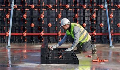 Ausschalung Der Beton haftet nicht am ABS Kunststoff, somit kann die Schalung mit bloßen Wasser gereinigt werden, ohne weitere Reinigungs- oder Schalungsmittel zu benutzen Wiederverwendung Geopanel ist kostengünstig, da es mehr als 100 Mal durch eine korrekte Wartung wiederverwendbar ist Lagerung Man kann Geopanel vollständig auseinanderbauen und auch an feuchten Orten lagern