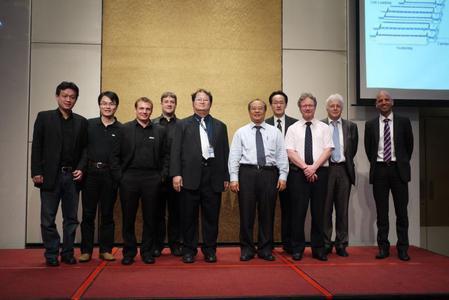 Gruppenfoto mit SCHMID Experten und lokalen Kennern der Photovoltaikbranche